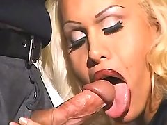 Man catches n fucks gorgeous tranny