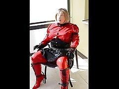 Gummipuppe Sabine bound on chair